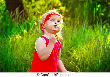 gekke , weinig; niet zo(veel), buitenshuis, verticaal, meisje, mooi en gracieus, jurkje, rood