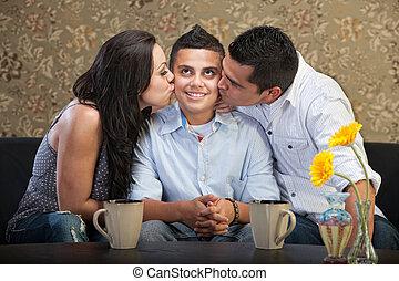 gekuste, ouders, zoon
