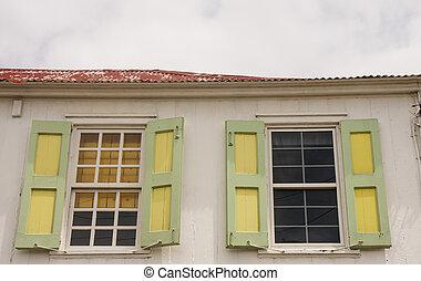 Grun Pflaster Altes Fensterladen Gelber Stadt Gebaude