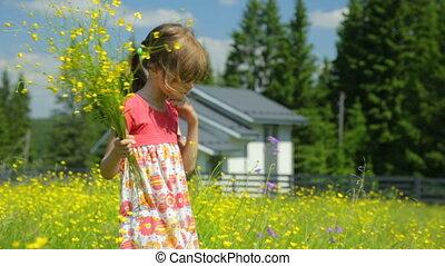 gelbe blüten, wiese, m�dchen, wenig