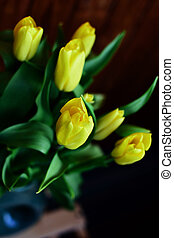 gelber , tulpen, blumengebinde, in, a, blumenvase