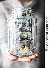 geld, in, glas rüttelt, in, der, frauen, hände, mit, a, nett, nagelkosmetik, und, modern, sweater., geschaeftswelt, offer.
