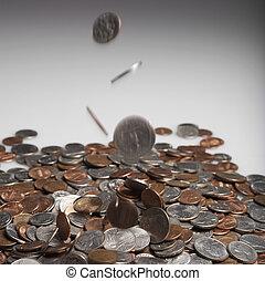 geldmünzen, fallender , auf, haufen