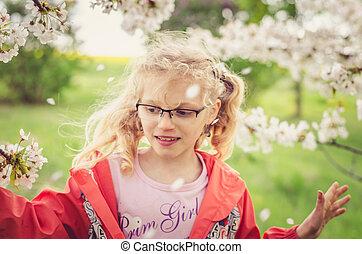 geluk, in, lente, in, tuin, volle, van, bloeien, bomen