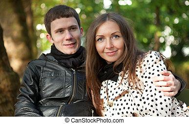 gelukkig paar, herfst, jonge, buitenshuis