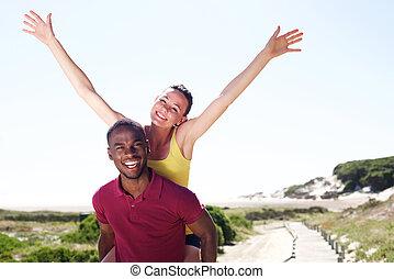gelukkig paar, het genieten van, jonge, buitenshuis