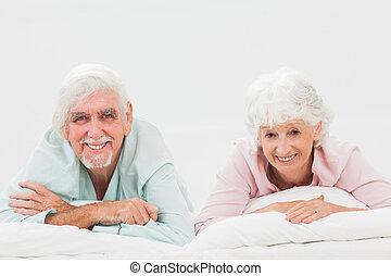 gelukkig paar, in bed