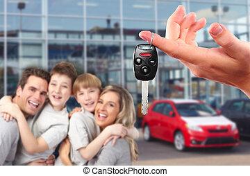 gelukkige familie, met, een, nieuwe auto, keys.