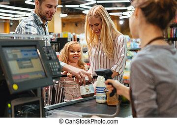 gelukkige familie, staand, op, de, contant, toonbank