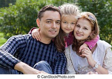 gelukkige familie, van, drie, buitenshuis
