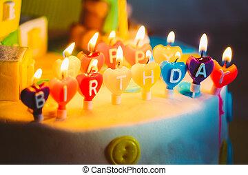 gelukkige verjaardag, geschreven, in, lit kaarzen, op, kleurrijke, achtergrond