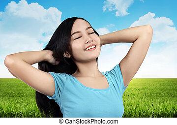 gelukkige vrouw, het genieten van, kosteloos, natuur
