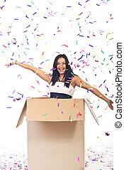 gelukkige vrouw, met, confetti, buiten de doos