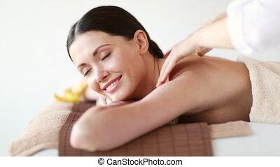 gelukkige vrouw, relaxen, in, spa, salon
