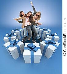 gelukkige vrouwen, omringde, door, kadootjes, blauwe