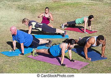 gemischt gruppiert, trainieren, draußen