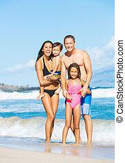 gemischten rennen, sandstrand, familie, glücklich
