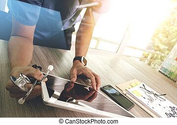 geneeskunde, arts, hand, werkende , met, moderne, digitaal tablet, computer, interface, als, medisch, netwerk, concept