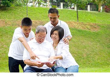 generazione, famiglia asiatica, tre