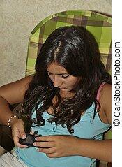 Generazione wi-fi - Un'adolescente che padroneggia le nuove...