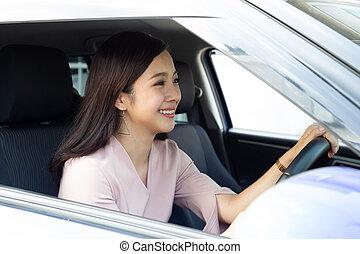 genießen, begriff, leute, asiatisch, transport, fahren, positiv, reise, urlaub, roadtrip, lächeln, glückliche frau, erfreulicherweise, entspanntes, reise, während, froh, frauen, auto, fahren, lachender, ausdruck
