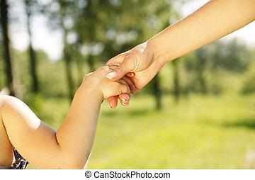 genitore, prese, bambino, mano, piccolo