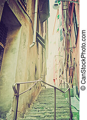 Genoa Caruggio retro look
