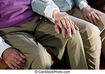 genou, couple, toucher, personnes agées, mains