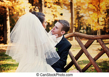genoux, sien, séance, tient, figure, mariée, quoique, groom's, tendre