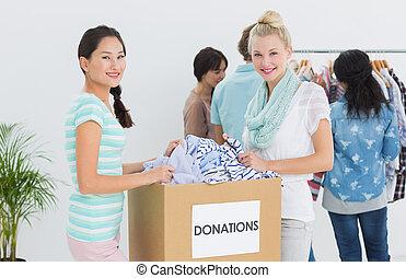 gens, à, vêtements, donation