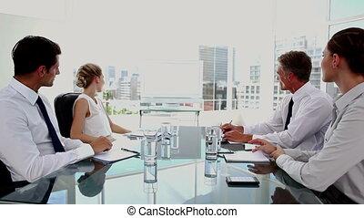 gens, équipe, whiteboard, business, regarder