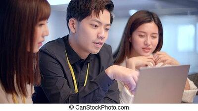 gens asiatiques, jeune, fonctionnement, bureau affaires