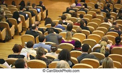 gens, asseoir, montre, salle, lot, chaise, événement