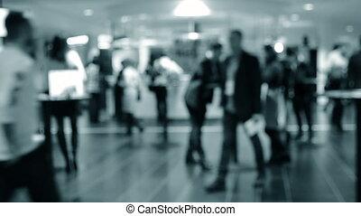 gens, brouillé, blanc, arrière-plan., hall., debout, compteur, derrière