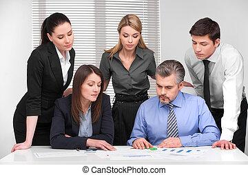gens bureau, age., réunion, discussion, différent, business, lumière, planification, moderne, cinq