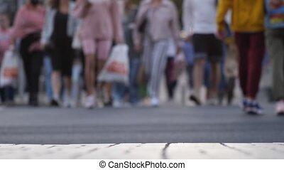 gens, carrée, rue, scene., masse, barbouillage, urbain, dû, cinematic, foule, ville, marche, occupé, city., anonyme, lent, rue, mouvement, rassemblement, arrière-plan., weekdays