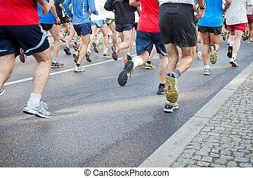 gens, courant, dans, ville, marathon, sur, rue