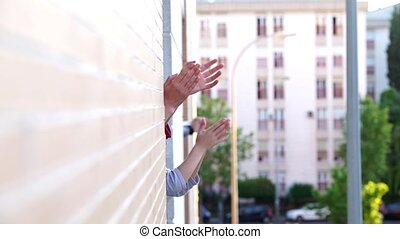 gens, fenêtre, applaudir, baston, contre, coronavirus, ...