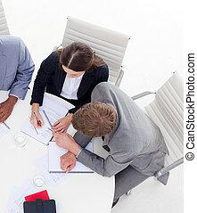 gens, fonctionnement, business, angle, élevé, ensemble