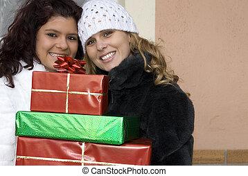 gens, jeune, noël dons, fêtede l'anniversaire, apporter, ou