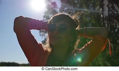gens, nature, vacances, vacances, été, heureux, field., concept, femme souriant, lunettes soleil, portrait