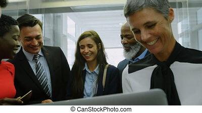 gens parler, business, ascenseur, groupe, 4k, bureau