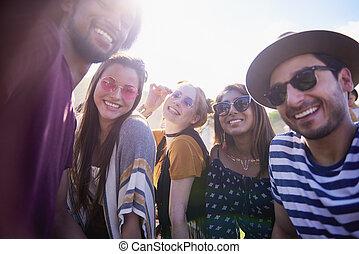 gens, prîmes, selfie, fête, groupe