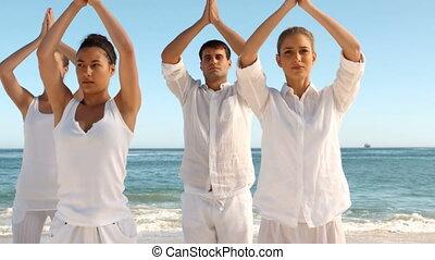 gens, pratiquer, yoga, groupe