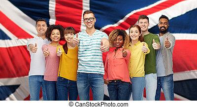 gens, projection, haut, drapeau, pouces, anglaise, sur