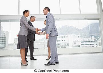 gens, réunion, mains, business, secousse