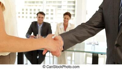 gens, secousse, mains affaires