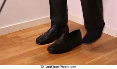 gens, shoes., backgrounds., pantalon noir, mettre, homme
