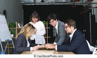 gens, solution., réaliser, ordre, conversation, acceptable, bureau, bureau affaires