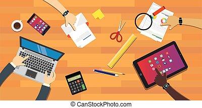 gente, colaboración, trabajo junto, en el escritorio